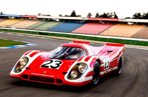 Dva prototypy Porsche LMP1 na start závodu 24 h Le Mans v roce 2014