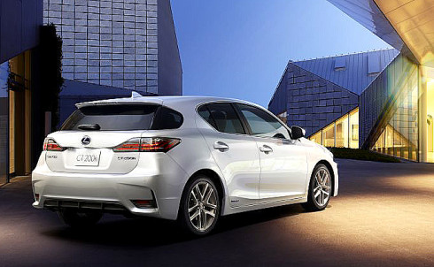 Světová premiéra nového Lexusu CT 200h proběhne 21. listopadu 2013 na autosalonu v čínském Guangzhou