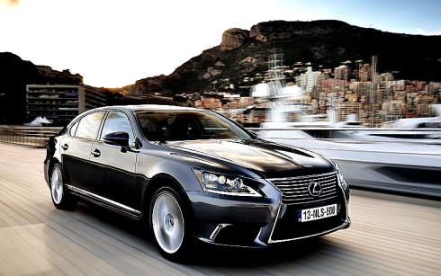 Zdokonalená verze přednárazového bezpečnostního systému (A-PCS) ve vozech Lexus může pomoci zachraňovat životy.