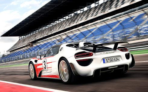 Hybridní supersportovní Porsche 918 Spyder na našem trhu: první dodávky proběhnou do konce tohoto roku