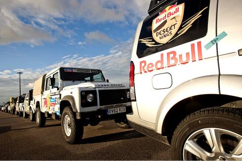 Značka Land Rover dodá týmu Red Bull Desert Wings pět vozů pro Dakarskou rallye v Jižní Americe