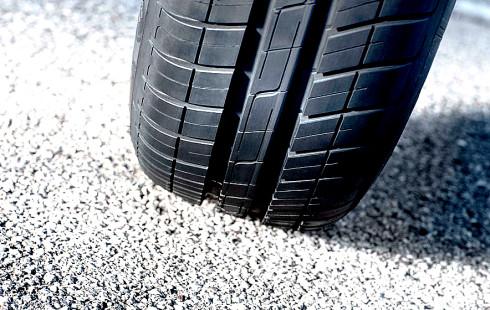 Dunlop, přední světový výrobce pneumatik, uvádí na evropský trh novou pneumatiku Dunlop StreetResponse2 určenou pro osobní automobily