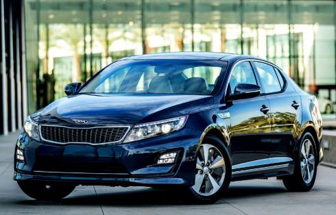 Kia představí v evropských premiérách 4.března na ženevském Autosalonu  zcela nový elektromobil Soul EV a koncept GT4 Stinger
