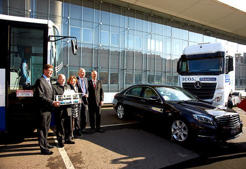 Slavnostní předání 2000. vozidla Mercedes-Benz firmě ICOM je vyústěním dlouholeté dobré spolupráce trvající již od roku 1996