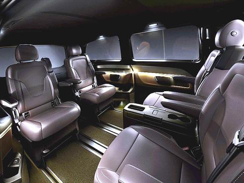 Velkoprostorový Mercedes-Benz nové třídy V nabízí místa až pro osm osob, variabilitu, komfort, hospodárnost, radost z jízdy a bezpečnost