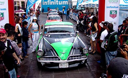 Na slavnou La Carrera Panamericana, pořádanou v Mexiku každý rok v říjnu, se připravují čtyři české posádky, jednou z nich je i Vojtěch Štajf na upraveném Subaru Coupé z roku 1972