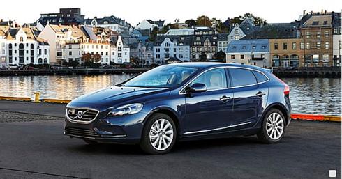 Nové hnací jednotky Drive-E společnosti Volvo nabízejí prvotřídní jízdní vlastnosti spolu s nízkými emisemi CO2, budou dostupné také pro Volvo V40 a V40 Cross Country
