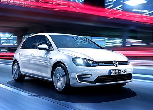 Volkswagen představí za týden ve světové premiéře na autosalonu v Ženevě Golf GTE s hybridním pohonem s možností vnějšího dobíjení – do prodeje ještě tento rok!