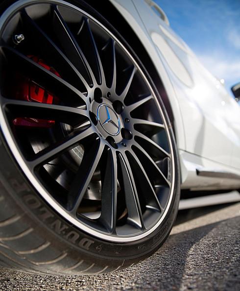 Dunlop, přední světový výrobce výkonných a vysoce výkonných pneumatik na probíhajícím ženevském autosalonu