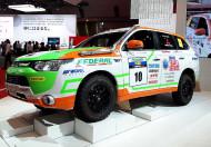 Autoperiskop.cz  – Výjimečný pohled na auta - Mitsubishi podrobil v roce 2013 svou vlajkovou loď Outlander PHEV s plug-in hybridním systémem k poslednímu testu spolehlivosti do závodu v náročném terénu