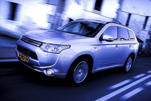 Šest měsíců co byl Mitsubishi Outlander PHEV v Nizozemsku uveden na trh, už bylo zákazníkům dodáno 10 000 vozů