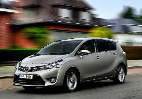 Toyota představuje na českém trhu vůz Toyota Verso v modelovém provedení 2014, který je zároveň premiérou nové vznětové pohonné jednotky 1,6 D-4D se spotřebou nafty jen 4,5l na 100km