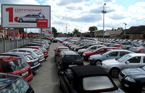 Prodejům ojetých vozidel se ve východních Čechách výrazně daří