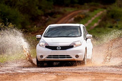 Nissan vyvinul prototyp prvního vozu, který se sám čistí