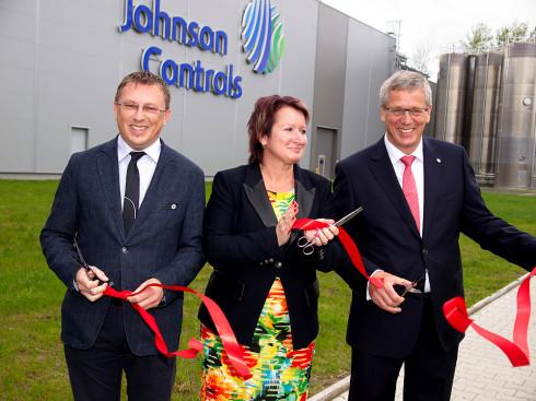 Společnost Johnson Controls v České Lípě odhalila nový závod na výrobu polypropylénových umělých hmot, který vytvoří 100 nových pracovních míst