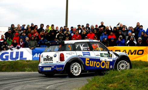 Posádka EuroOil – invelt teamu Václav Pech jun. – Petr Uhel s vozem MINI John Cooper Works S2000 1,6 turbo zvítězila na Rallye Šumava s náskokem 1 minuty 13,6 vteřiny