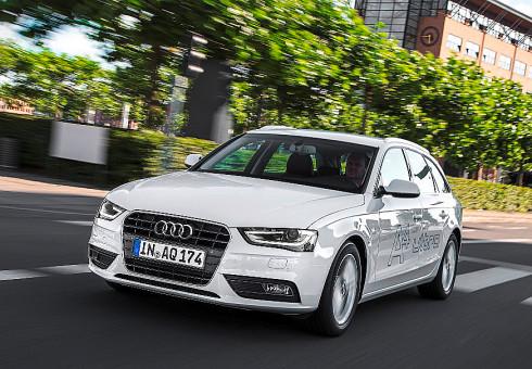 """Autoperiskop.cz  – Výjimečný pohled na auta - Slogan Audi """"Nízké emise – silné emoce"""" vystihuje vlastnosti nových modelů Audi ultra, které jsou hospodárné a zároveň nabízejí mimořádné potěšení z jízdy"""