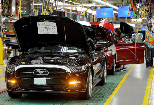 Autoperiskop.cz  – Výjimečný pohled na auta - Netrpělivě očekávaný nový Ford Mustang začal sjíždět z montážní linky v americkém Flat Rocku.