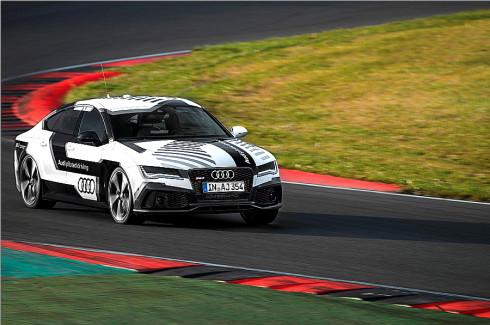 Autoperiskop.cz  – Výjimečný pohled na auta - Audi RS 7 Sportback bez řidiče s automatizovaným řízením již tuto neděli 19.října objede závodní okruh v Hockenheimu