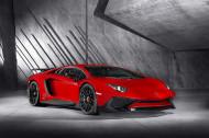 Autoperiskop.cz  – Výjimečný pohled na auta - Společnost Porsche Inter Auto CZ, výhradní dovozce vozů značky Lamborghini do ČR, představuje Lamborghini Aventador LP 750-4 Superveloce