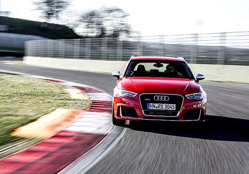 Autoperiskop.cz  – Výjimečný pohled na auta - Audi nyní představuje s novým modelem RS 3 Sportback nejvýkonnější vůz kompaktní třídy v prémiovém segmentu (u českých prodejců Audi v létě 2015 se vstupní cenou 1 343 900 Kč)