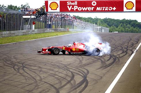 Autoperiskop.cz  – Výjimečný pohled na auta - Čtyřnásobný mistr světa Formule 1™ a současný pilot stáje Scuderia Ferrari Sebastian Vettel ukázal úžasnou show před tisícovkami fanoušků na maďarském Hungaroringu nedaleko Budapešti s monopostem Scuderia Ferrari F2012
