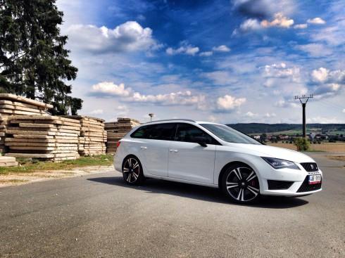 Autoperiskop.cz  – Výjimečný pohled na auta - Videotest: Seat Leon ST Cupra 280