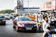 Autoperiskop.cz  – Výjimečný pohled na auta - Jaguar velmi netradičně prověřil v Bombaji nový navigační systém InControl Touch Pro, který je určený pro nejnovější luxusní model Jaguar XJ
