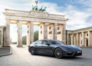 Autoperiskop.cz  – Výjimečný pohled na auta - Porsche oslavuje světovou premiéru Porsche Panamera v Berlíně za spektakulární inscenace světla, hudby a choreografie