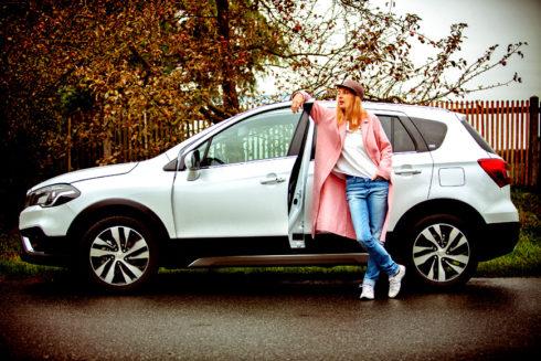 Autoperiskop.cz  – Výjimečný pohled na auta - Populární herečka a zpěvačka Bára Poláková řídí nový rodinný Suzuki S-Cross