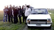 Autoperiskop.cz  – Výjimečný pohled na auta - Sedm dětí dojalo svého otce tajnou renovací 38 let staré Ford Fiesty, ve kterém je všechny učil řídit