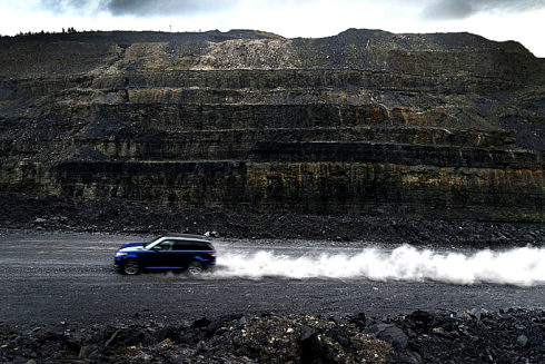 Autoperiskop.cz  – Výjimečný pohled na auta - Testování zrychlení na všech typech terénu prokázalo vynikající jízdní schopnosti a rychlost Range Roveru Sport SVR