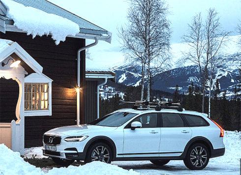 Autoperiskop.cz  – Výjimečný pohled na auta - Dnes ve čtvrtek 23. a ještě v pátek 24. a sobotu  25. února mají zájemci možnost jako první v Česku  osobně otestovat nové  terénní kombi Volvo V90 Cross Country