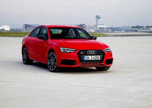 Autoperiskop.cz  – Výjimečný pohled na auta - Fanoušci vysokovýkonných vozů se čtyřmi kruhy mohou již objednávat nové modely Audi S4 Limuzína a Audi S4 Avant