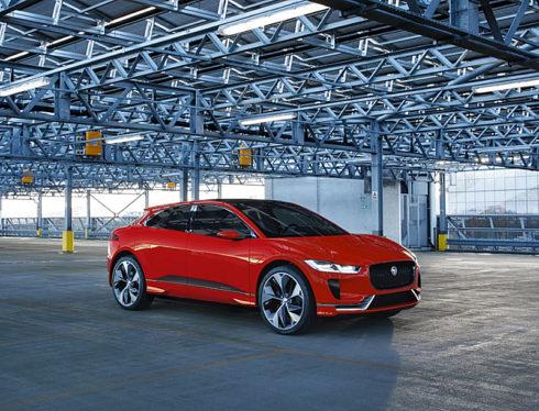 Autoperiskop.cz  – Výjimečný pohled na auta - Koncept Jaguaru I-PACE se poprvé představí dnes 7. března na ženevském autosalonu ve speciální barvě Photon Red.