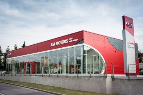 Autoperiskop.cz  – Výjimečný pohled na auta - Včera byl v Praze slavnostně otevřen zcela nový showroom Kia postavený podle globálního designového konceptu automobilky Kia Red Cube