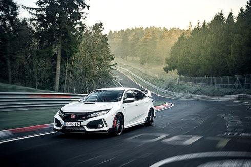 Autoperiskop.cz  – Výjimečný pohled na auta - Po představení sériového modelu na ženevském autosalonu 2017 vytvořil zcela nový model Honda Civic Type R na okruhu Nürburgring Nordschleife nový traťový rekord pro vozy s pohonem přední nápravy.