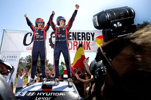 Autoperiskop.cz  – Výjimečný pohled na auta - Hyundai i20 Coupe WRC zvítězil v korsické rallye
