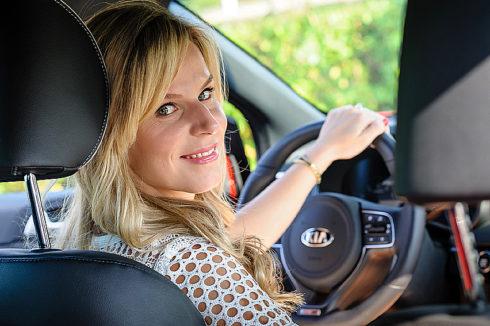 Autoperiskop.cz  – Výjimečný pohled na auta - Dvě třetiny českých žen si myslí, že řídí bezpečněji než muži