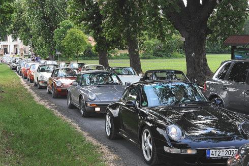 Autoperiskop.cz  – Výjimečný pohled na auta - Společnost Porsche Inter Auto CZ, importér automobilů Porsche do České republiky, přivítala na zámku Liblice skalní fanoušky značky Porsche.