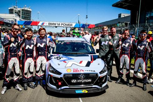 Autoperiskop.cz  – Výjimečný pohled na auta - Oba vozy Hyundai i30 N úspěšně dokončily 24hodinovku na Nürburgringu