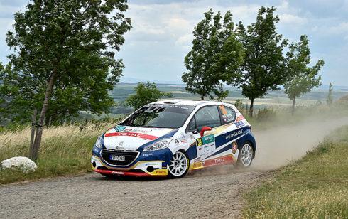 Autoperiskop.cz  – Výjimečný pohled na auta - Dramatická bitva peugeotů na víkendové Agrotec Petronas Syntium rally 2017 do posledních metrů