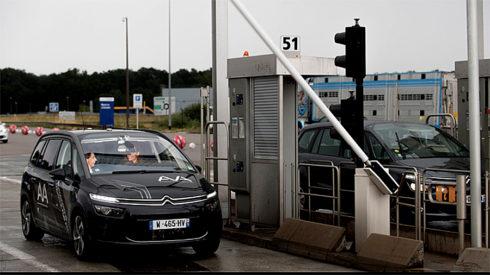 Autoperiskop.cz  – Výjimečný pohled na auta - Díky spolupráci mezi skupinou PSA a společností Vinci Autoroutes překonal poprvé autonomní vůz Citrroen C4 Picasso mýtnou bránu