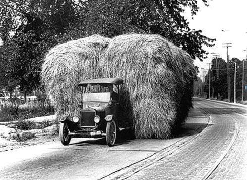 Autoperiskop.cz  – Výjimečný pohled na auta - Před 100 lety představil Ford převratný Model TT, který vydláždil cestu moderním užitkovým vozům