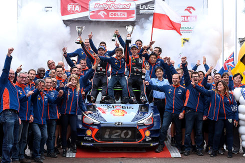 Autoperiskop.cz  – Výjimečný pohled na auta - Hyundai vyhrál o víkendu v Polsku a slaví již šesté vítězství ve WRC