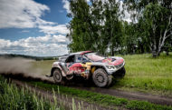 Autoperiskop.cz  – Výjimečný pohled na auta - Po odjetí tří dnů Silk Way Rally jsou jezdci Peugeotu stále na prvním, druhém a třetím místě celkového pořadí, a dokonce ještě zvětšili svůj náskok před dalšími soupeři