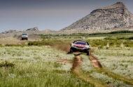 Autoperiskop.cz  – Výjimečný pohled na auta - Tým Peugeot DKR Maxi si udržel celkové vedení, třebaže další náročný šestý den z hlediska navigace dokončil na druhé pozici