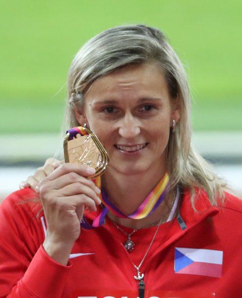 Autoperiskop.cz  – Výjimečný pohled na auta - Barbora Špotáková, tvář značky SEAT, získala v úterý na MS v Londýně zlatou medaili