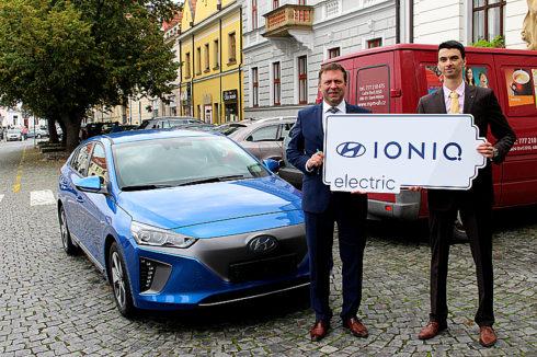Autoperiskop.cz  – Výjimečný pohled na auta - Zcela nový elektromobil Hyundai IONIQ Electric má k dispozici město Uherské Hradiště
