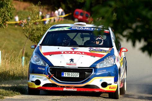 Autoperiskop.cz  – Výjimečný pohled na auta - Peugeot Total Rally Cup 2017  je pohárovým Barum Czech Rally uzavřen:  v celkovém pořadí za rok 2017 ve třídě 6 dvoukolky obsadily  Peugeoty  208 R2 prvá tři místa